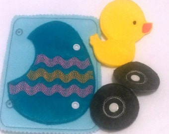 Chick finger puppet and egg snap quiet book page - Felt game - Activity play set #QB100