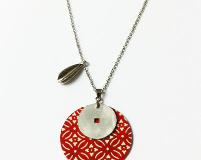 Boho Necklace - ethnic locket - boho chic - simple red necklace - paper and metal  - gift for her - medium size necklace - free nickel chain