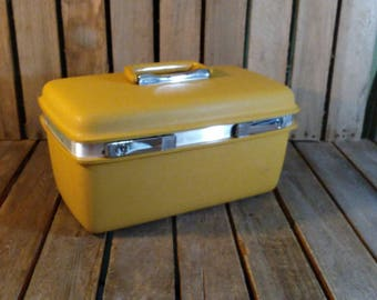 Yellow Makeup Case, Small Vintage Samonsite Suitcase With Key!