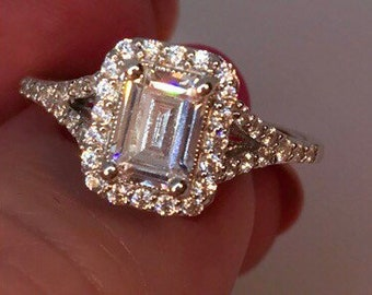 Very Elegant Emerald Cut Diamonluxe with Halo