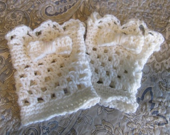 Crochet Boot Cuffs,Boot Cuffs,White Boot Cuffs,Scallop Boot Cuffs,Boot Toppers,Boot Socks,Boot Cuff with Bow,Bow,Boot Fashion,Teens,Gift