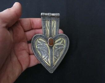Turkmen tribal pendant asyk with carnelian