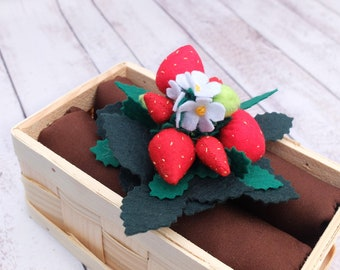 Felt garden Spring garden Felt strawberries Removable fruits Garden play set Spring centerpiece Nature table toy Montessori Strawberry plant