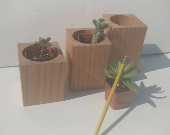 Featured listing image: Redwood Planter Set
