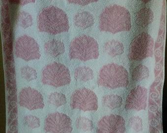 1980s vintage Fieldcrest rose pink sculpted shell print towel Seaside