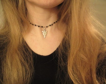 Arrow choker, arrowhead choker, black beaded choker, rosary choker, rosary chain necklace, silver arrow necklace,arrow head pendant necklace