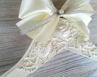 Bride hanger Personalized hanger Bride wedding hanger Bridal hanger Name hanger Dress hanger wedding Bride dress hanger Bride hanger gift