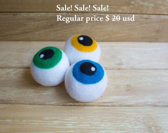 SALE SALE Cat toys, cat balls,   3  felted wool eye balls for cats, Halloween item, kitten toys, cat accessories, cat supplies