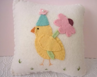 Easter Chick Pillow Felt Decoration Penny Rug Daisy Flower Primitive Applique