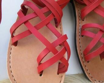 Unisex leather sandals.