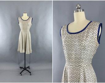 Vintage 1950s Dress / 50s Day Dress / 1950 Summer Sundress / Ivory Dress / Novelty Print Dress