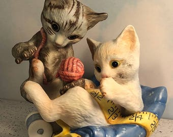 1988 FRANKLIN MINT RASCALS Gail Ferretti kitty cat kitten figurine statue sculpture yarn playing gray white