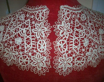 Stunning Collar 1800s antique lace Maltese lace ivory cream color