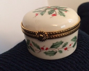 Lenox Christmas Holly Trinket Box Hinged White Handcrafted Round Ceramic