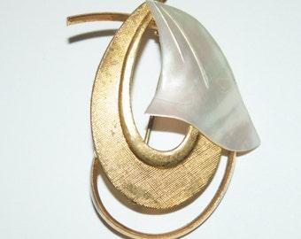 Gold colour vintage brooch with mop design