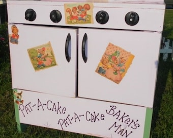 Personalized Vintage Children's Wood Toy Play Stove / Oven, Little Girl's Birthday Gift, Christmas Gift, Vintage Toys,