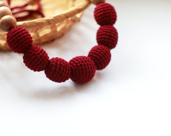 Burgundy Nursing Necklace- Red Wine Crochet Teething Necklace- Breastfeeding Collier- Babywearing Accessory- Natural Ecofriendly Necklace