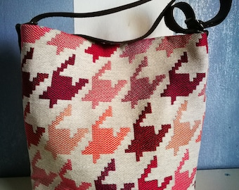Shoulder strap-Handmade fabric bag, bellows closure, leather handles, pied-de-poule red/pink/white. Handmade. Made in Italy