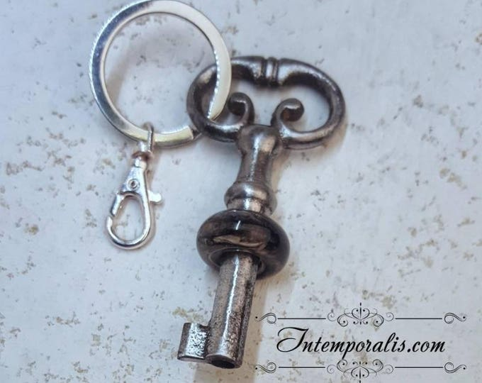 Keyring with antique skeleton key and lampwork bead, OOAK, SAPCCLEF02