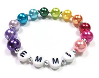 Regenbogen Perlen Armband personalisiert Regenbogen Armbandfarbe Rad Farben Geschenk für Mädchengeschenk für einen Künstler Regenbogen Partei zugunsten Armband