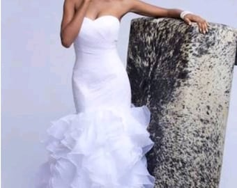 Dera fitted wedding dress with sweet heart neckline. Custom fabrics available.