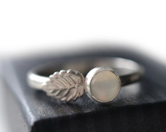White Moonstone Ring, Sterling Silver Leaf Ring, Natural White Gemstone Ring, Nature Inspired Ring, Woodland Charm Ring, Botanical Jewelry