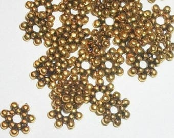 Antique Gold DAISY flower SPACERS 7x2mm hole size 1.5mm jewelry findings -- 100 pieces