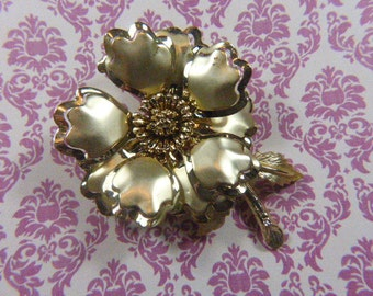 Vintage Gold Floral Brooch - BR-540 - Flower Brooch - Gold Brooch - Gold Flower Brooch - Missing Petal