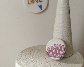 Badge in porcelain - Handmade jewelery - purified - made in France