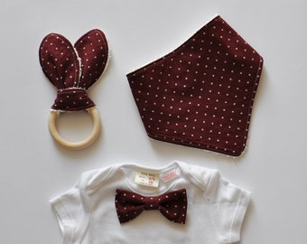 Newborn Accessory Set for Baby Boys - Bandana+Teething ring+Bow tie on a onesie - mini squares/deep red -bib, baby shower gift for boys