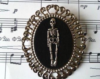 ♥ ♥ Silver skeleton cameo brooch