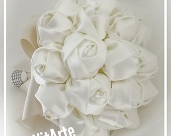 Bouquet with blossoms in silk satin, composed of 29 roses (altezza24cm larghezza22cm)