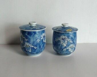 Set of 2 lidded tea cups - Japanese vintage porcelain - blue iris - Arita ware - WhatsForPudding #1825