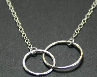 Linked circle necklace, karma necklace, eternity necklace, mother and daughter necklace, infinity necklace, interlocking rings, gift for her