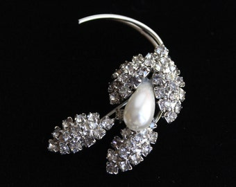 50% OFF SALE - Vintage Deco Rhinestone And Pearl Brooch . Unsigned