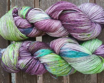Hand-dyed yarn purple mood with silk and ramie