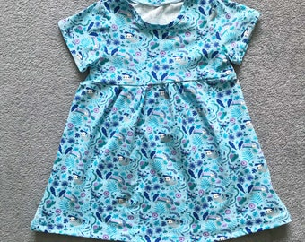 Short sleeve summer dress in blue sloth fabric