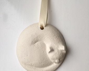 Handmade ceramic cat decoration sleeping clockwise