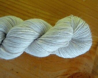Undyed White Superfine Alpaca 4 Ply Yarn - 1kg (10x100g hanks)