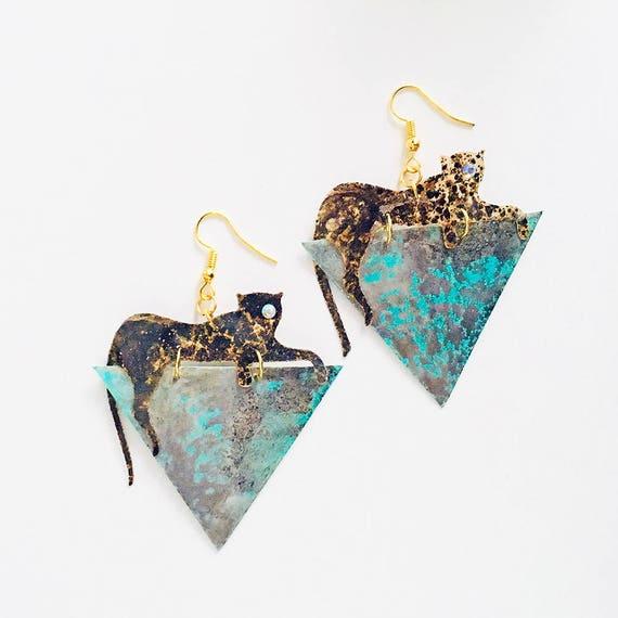 Jaguar triangle earrings - Jaguar drops earrings - Trending jewelry - Jaguar jewelry - Rockabilly Jewelry - Novelty earrings - Animal print
