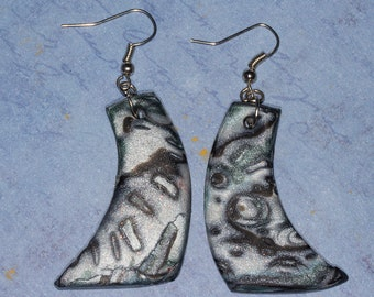 Pearlescent polymer clay Mokumer gane patterned  earrings in white, grey and black