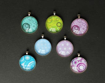 support 7 pendants with multi colored 25 mm silver dot