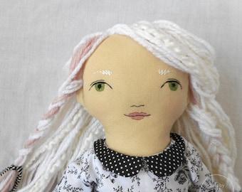 """PRÊT à expédier - Angelique - 20"""" héritage, One-of-a-kind, poupée de tissu - noir et blanc - Rag doll - fait main - Fashion - Decor"""