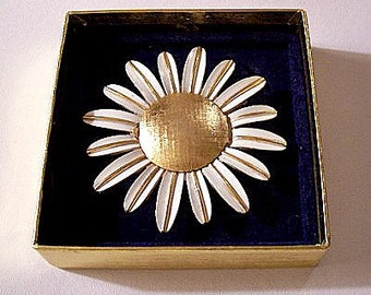 Avon White Sunflower Pin Brooch Gold Tone Vintage 1972 Large Perfume Glace Holder Snap Lid Long Striped Petals
