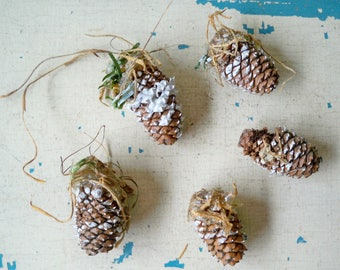 Vintage Christmas - Lot of 5 mini Pinecone decoration - Use in your holiday crafts - cheesegrits #108