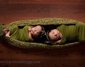 Two Peas in a Pod Photo Prop Knitting Pattern Number 112 -- INSTANT DOWNLOAD