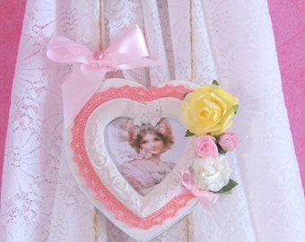 Frames shabby chic hanging hearts