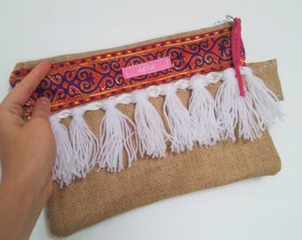 Pouch made of burlap and fringes