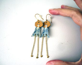 Doll blonde hippie chic leather and gold chain earrings