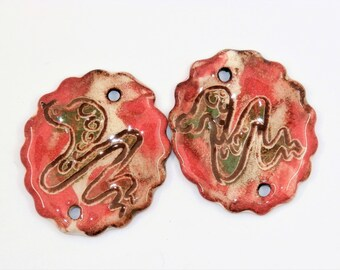 Une Paire snake connectors, oval shape, red, green, rustic, ethnic, tribal, enameled ceramic component for jewelry, bead art, pottery, ooak